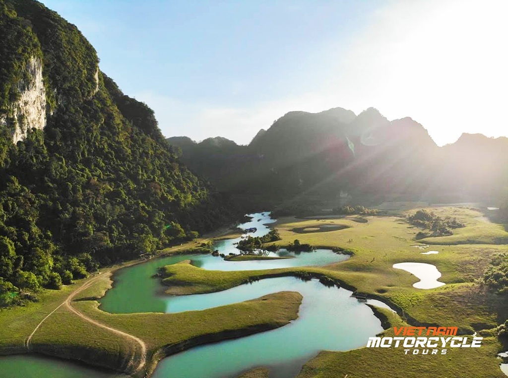 Boating around Ba Be lake – Ride to Cao Bang