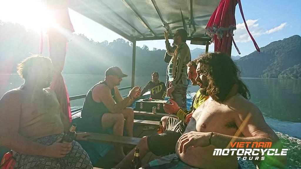 DAY 7 : BA BE LAKE - BACK TO HANOI