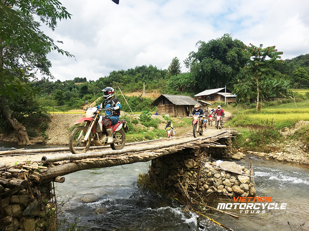 DAY 11: BAO LAC MOTORCYCLE TOURS TO BA BE NATIONAL PARK ( BAC KAN )