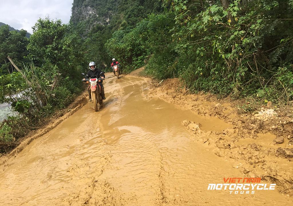 DAY 13 :NA KHAN MOTORCYCLE TOURS TO HANOI