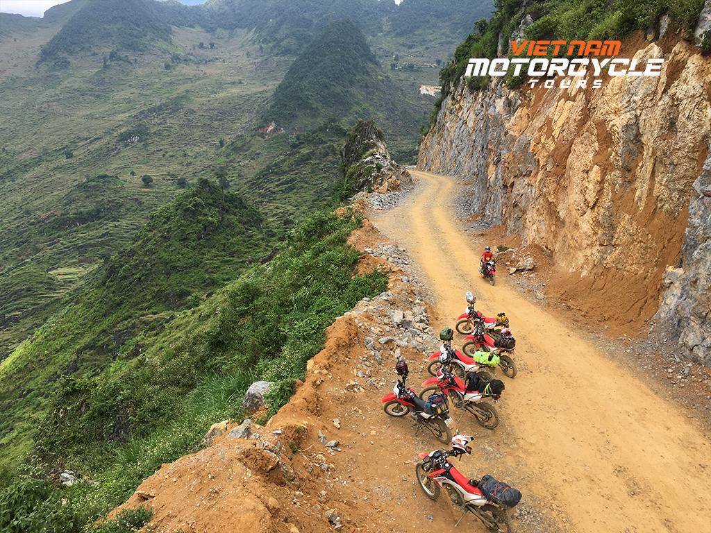 DAY 5: QUANG UYEN MOTORBIKE TOUR VIA PAC BO THEN BAO LAC