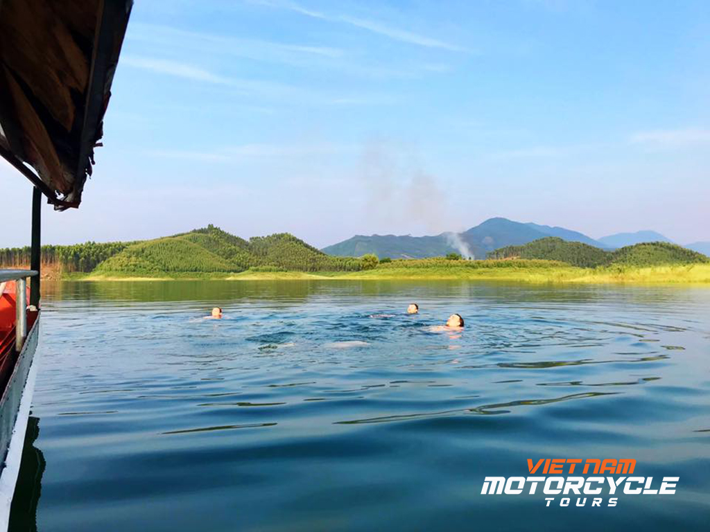DAY 1: HANOI - THAC BA LAKE – VU LINH