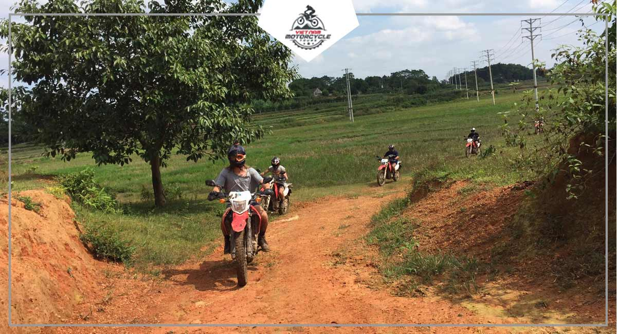 Essential information about the Duong Lam ancient village motorcycle tour