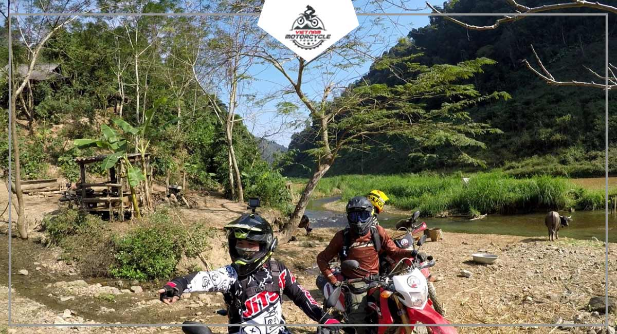 discover Khe Xanh by motorcycle